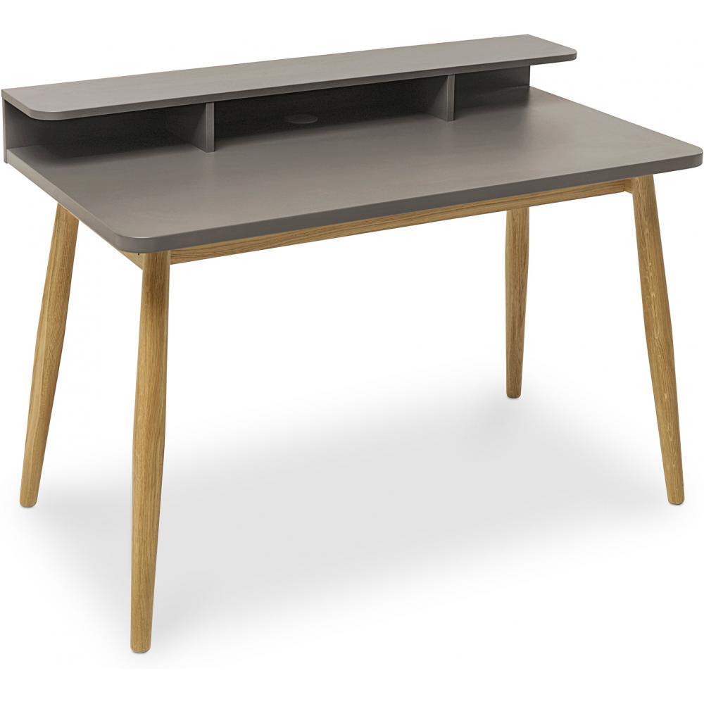Tavolo di legno con cavalletti stile scandinavo